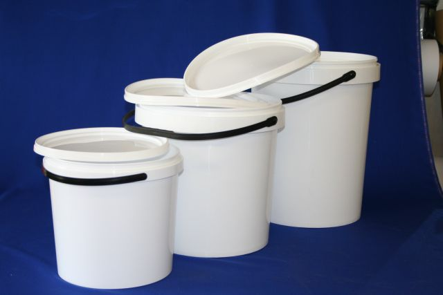 Bucket 20 litre plastic world for Kitchen bins cape town